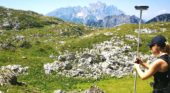 Mapping the rockfall source and deposit areas in the Alps